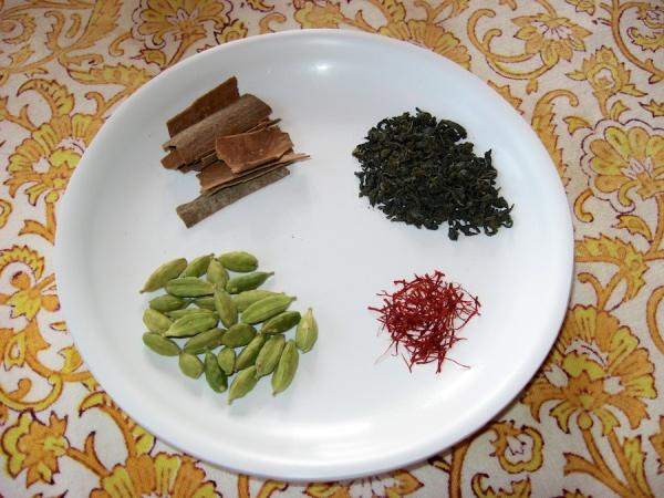 Ingredients for Kashmiri Kahwa - cinnamon, green tea, saffron, and cardamom