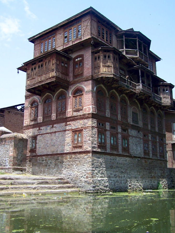 Heritage building near Dal Lake, Rainawari, Srinagar, Kashmiri